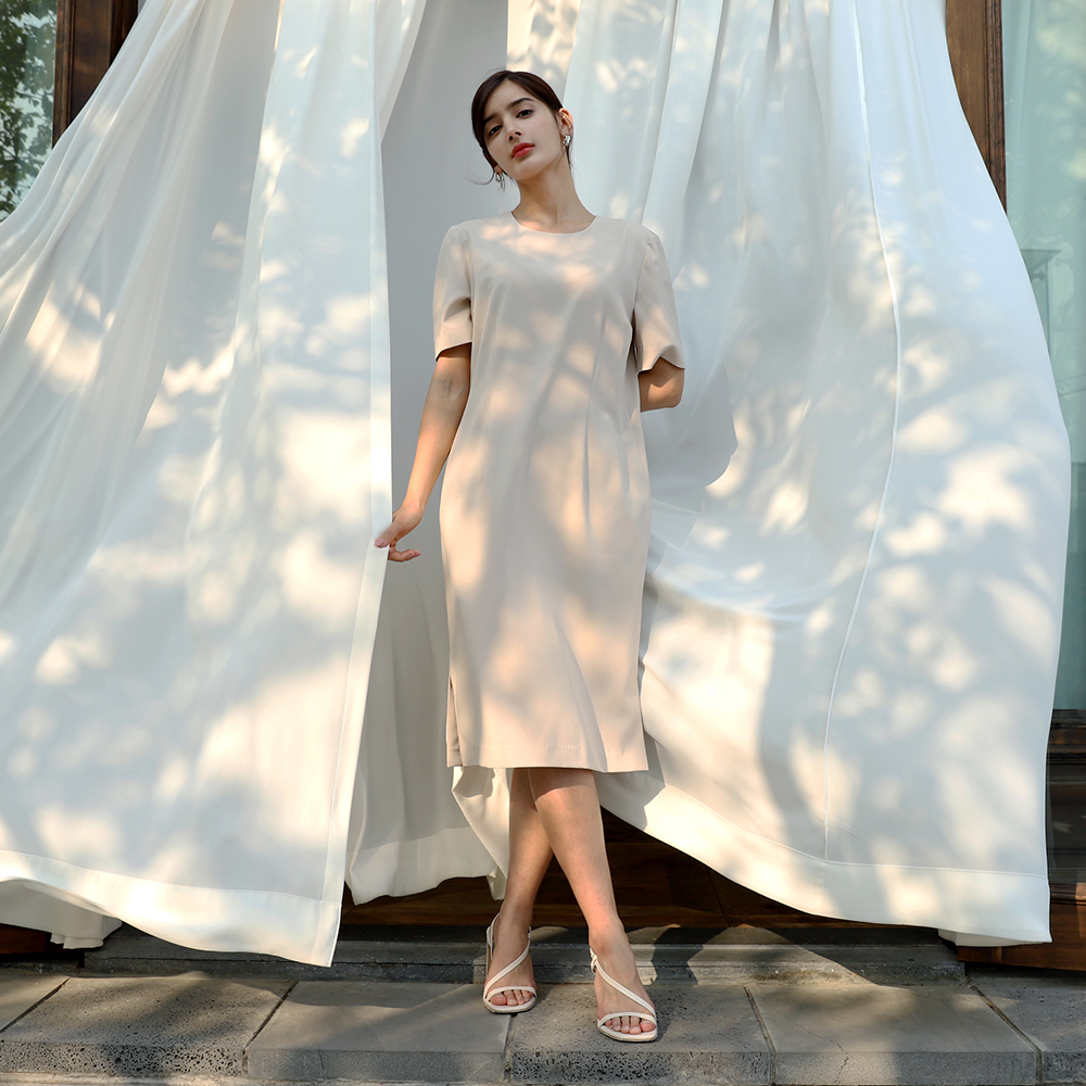 Round neck simple one-piece_Beige